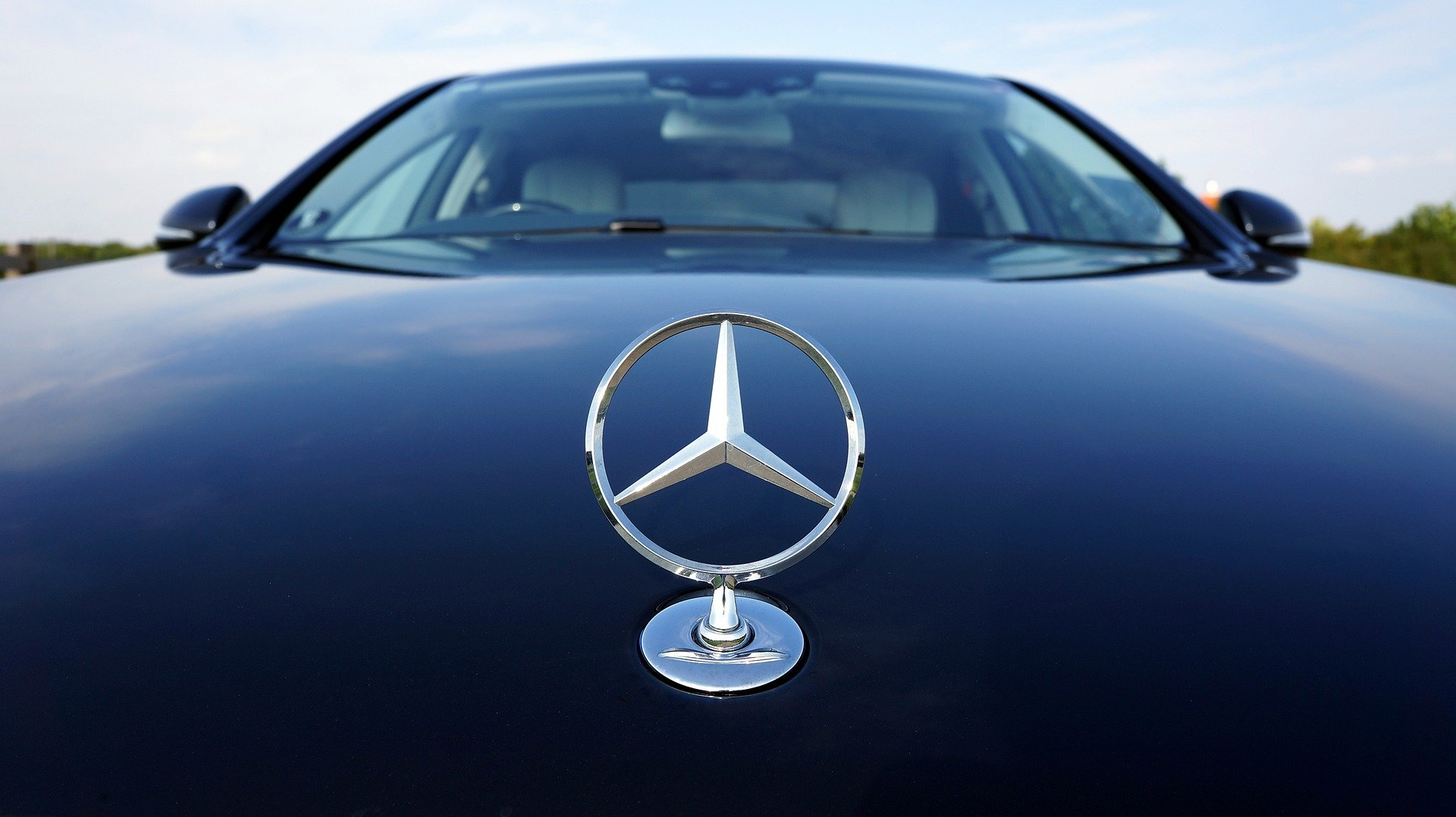The taxi car had a Mercedes Benz hood ornament. | Photo: Pixabay/Mikes-Photography