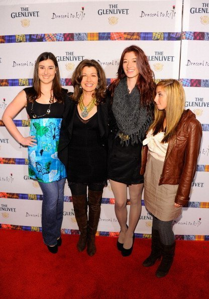 Sarah Chapman, Amy Grant, Millie Chapman and Jenny Gill at Hammerstein Ballroom on April 5, 2011 in New York City. | Photo: Getty Images