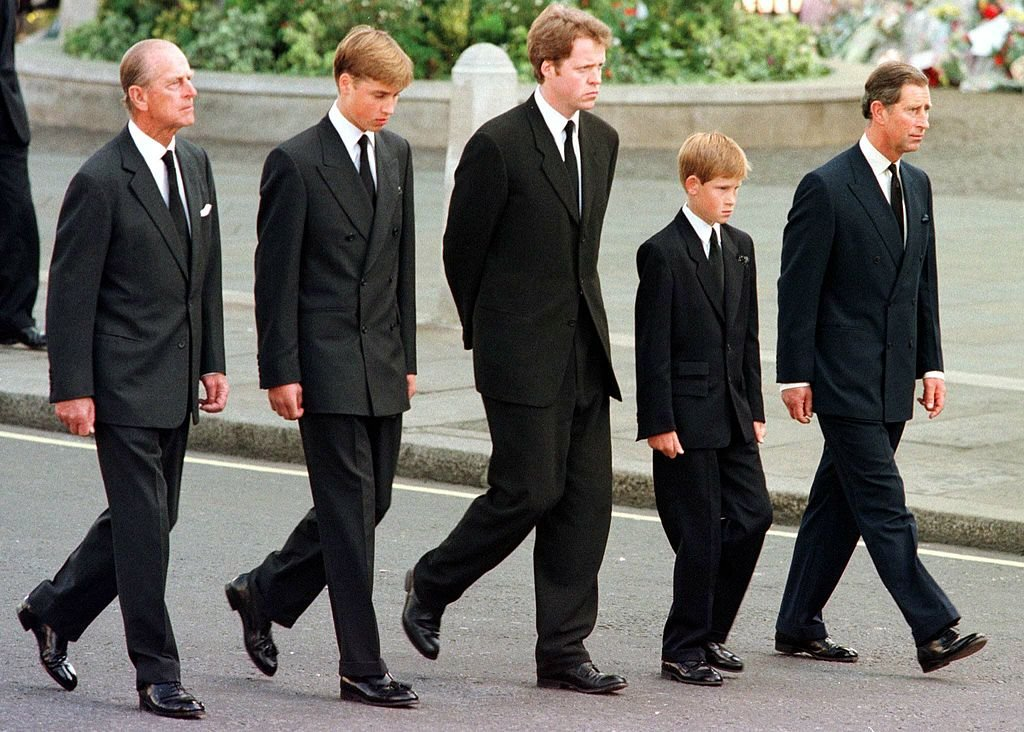 Prince Philip, Prince William, Earl Spencer, Prince Harry and Prince Charles walk outside Westminster Abbey during the funeral service Princess Diana, 06 September   Photo: Getty Images