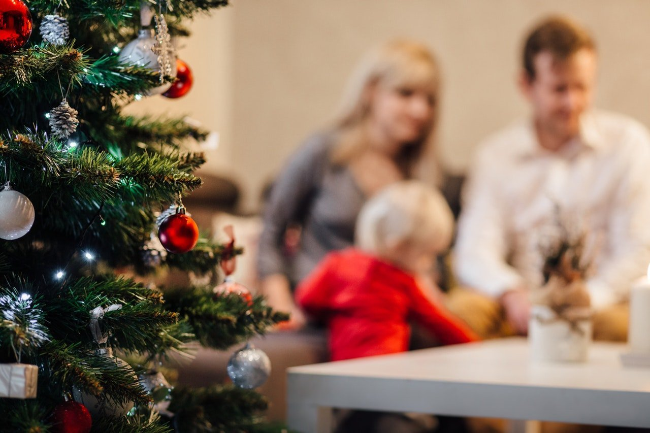 A family at Christmas | Photo: Pexels