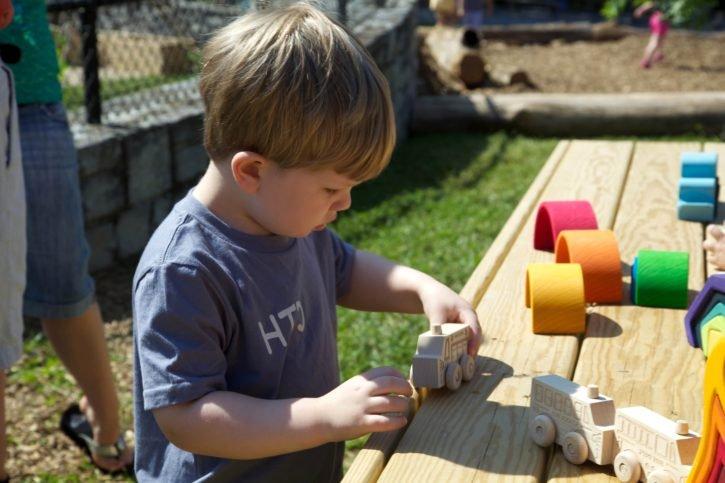 Niño jugando-Imagen tomada de Pixinio