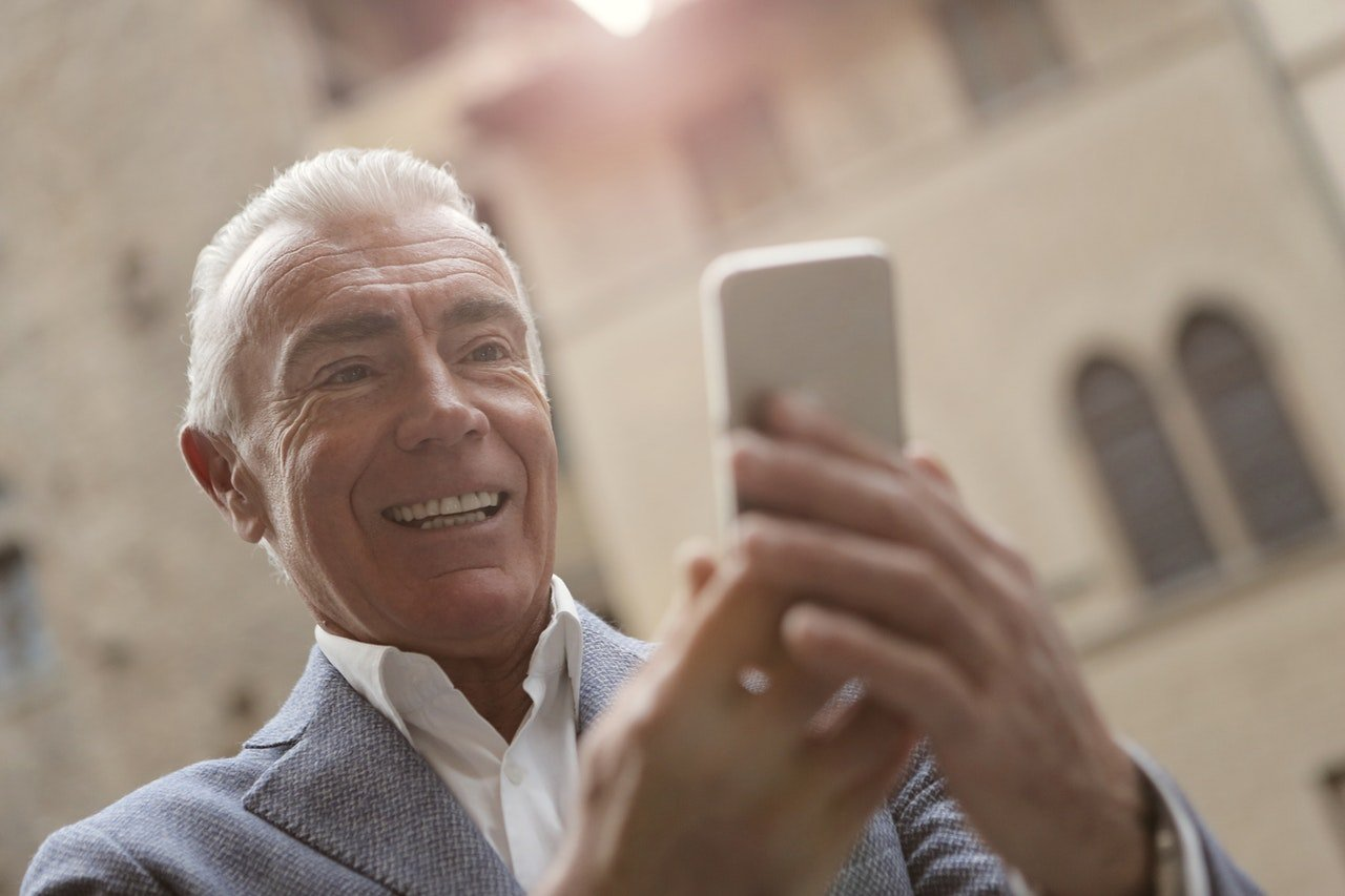 Elderly Man Using Smart Phone To Communicate To His Family by Andrea Piacquadio| Photo:  Pexels