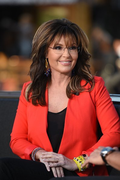 """Sarah Palin visits """"Extra"""" at Universal Studios Hollywood on December 4, 2015 in Universal City, California 