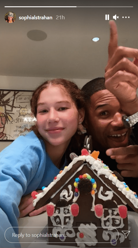 Michael Strahan and one of his twin daughters, Sophia, showing off their gingerbread house | Photo: Instagram/sophialstrahan