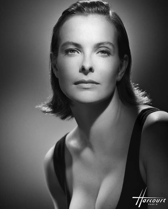 Carole Bouquet photographiée en 1995 par le studio Harcourt. | Source : Wikipedia