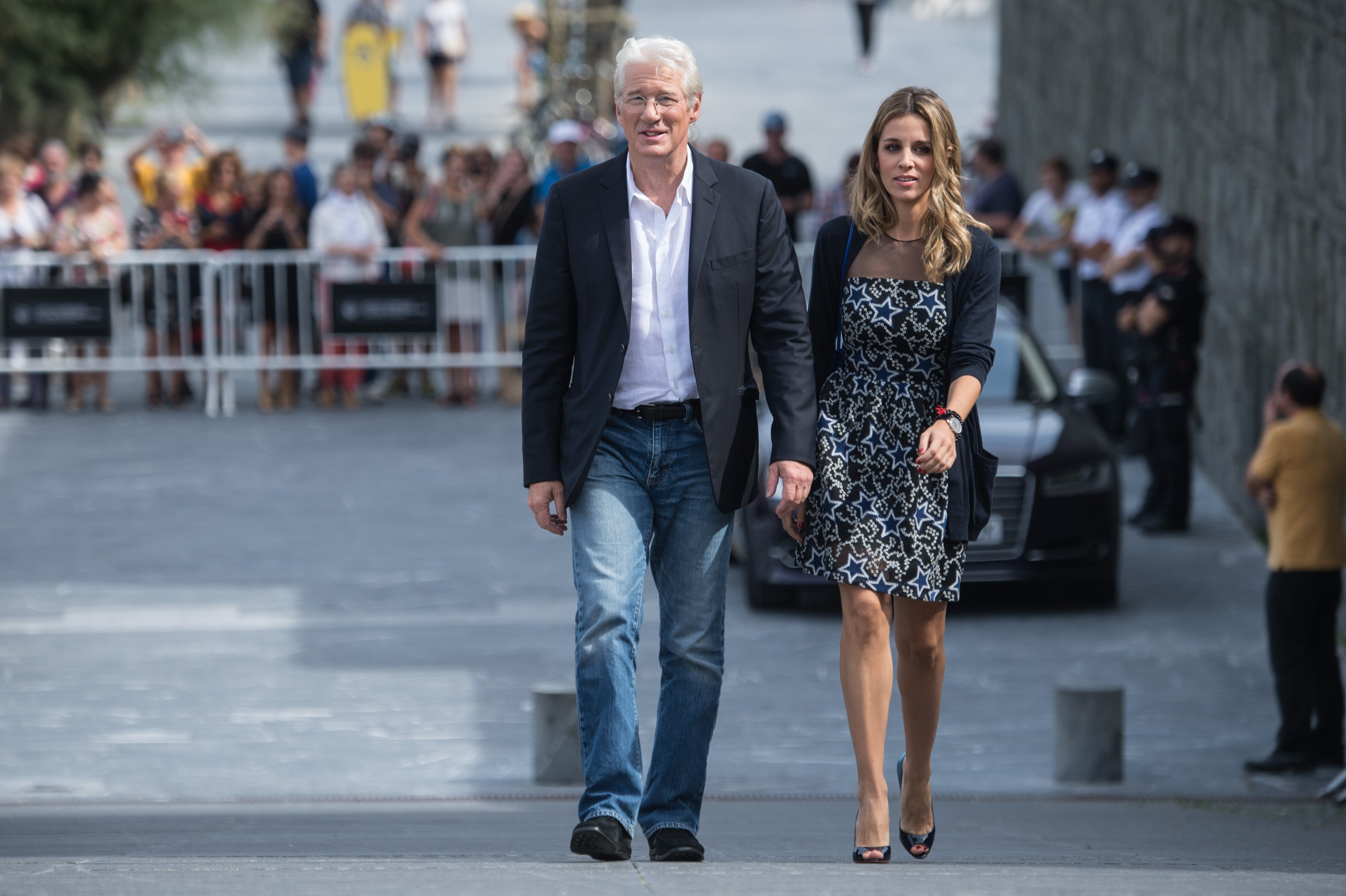 Richard Gere and Alejandra Silva heading to Diner in New York in November 2018 | Photo: Getty Images