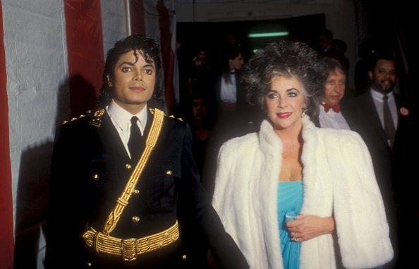 Michael Jackson et Elizabeth Taylor à la 14e édition des American Music Awards | Photo: Getty Images