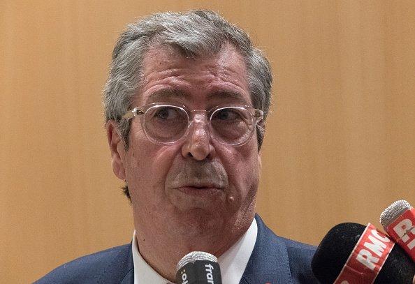 Le maire de Levallois-Perret (Hauts-de-Seine) Patrick Balkany quitte le Tribunal de Première Instance de Paris le mercredi 22 mai 2019. | Photo : Getty Images