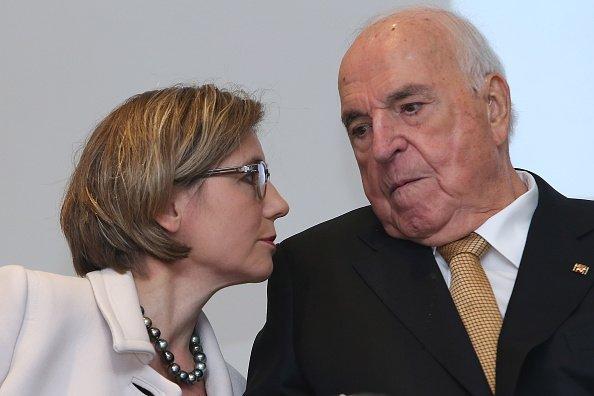 """Helmut Kohl, Maike Richter-Kohl, Vorstellung seines neuen Buches """"Aus Sorge um Europa"""", Frankfurt, 2014   Quelle: Getty Images"""