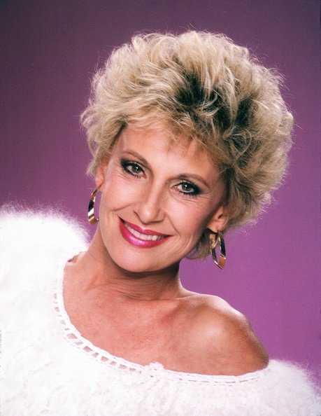 Tammy Wynette poses for a portrait in 1984 in Los Angeles, California. | Photo: Getty Images