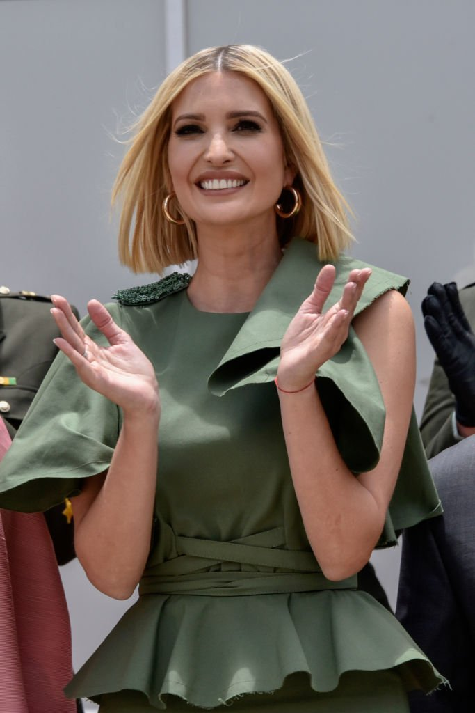 Advisor to the US President Ivanka Trump applauds during a meeting with female police cadets at General Santander National Police Academy | Photo: Getty Images