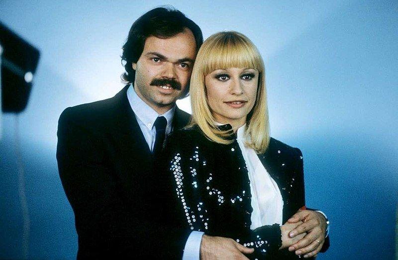 Sergio Japino y Raffaella Carrà. | Imagen: Wikipedia
