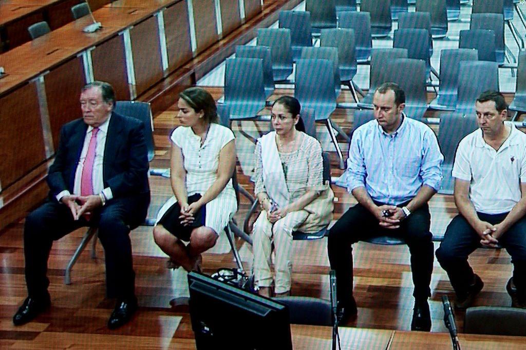 La cantante española Isabel Pantoja asiste al primer día de juicio por lavado de dinero el 28 de junio de 2012 en Málaga. | Foto: Getty Images