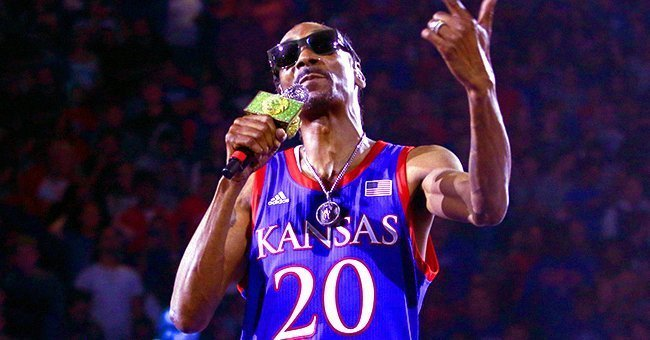 Snoop Dogg performing at the University of Kansas basketball event | Source: Twitter / KU Hoops