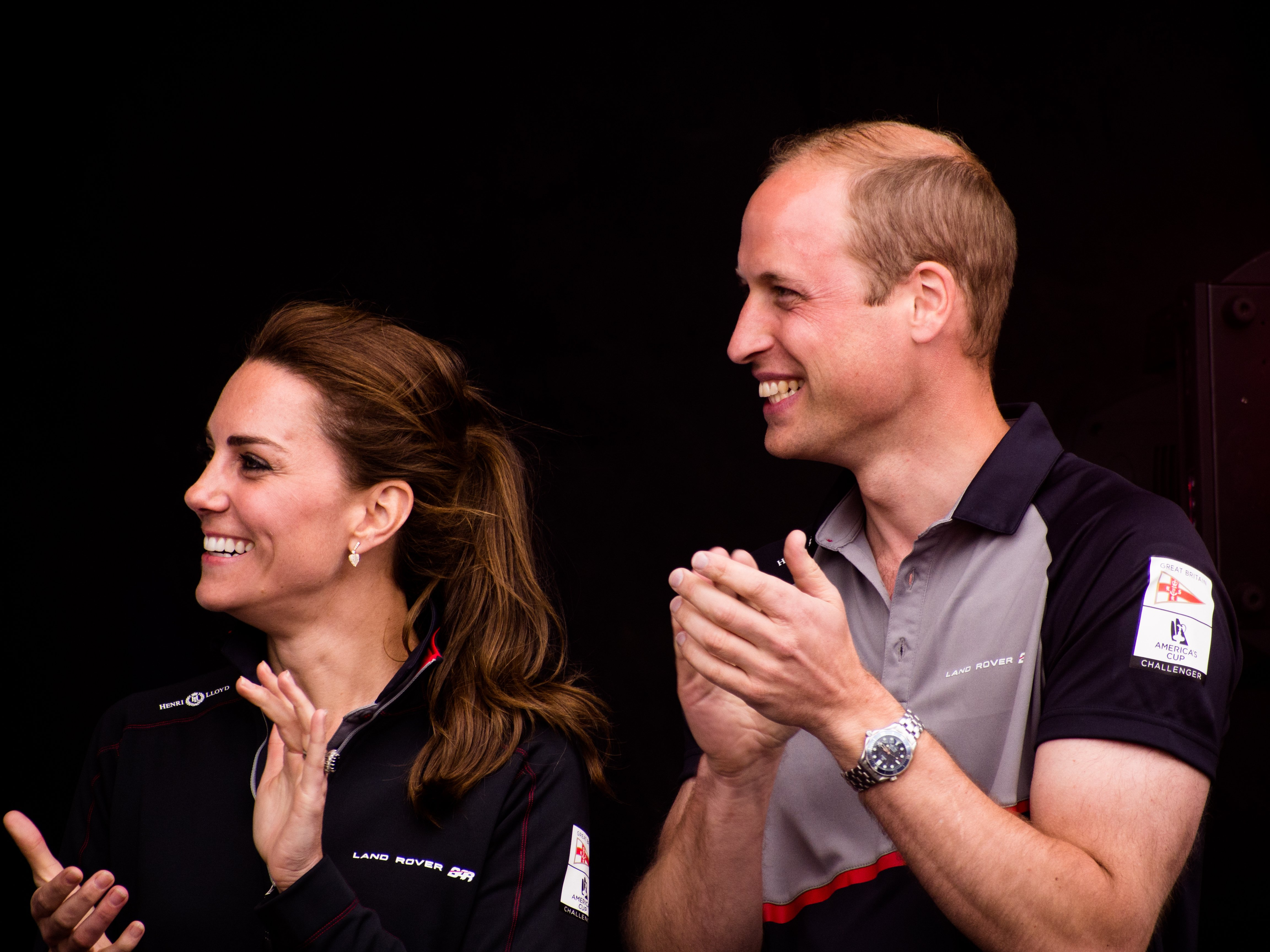 Prince William and Kate Middleton applaud the arrival onshore of the sailors taking part in the Americas Cup World Series on July 24, 2016 in Portsmouth | Photo: Shutterstock