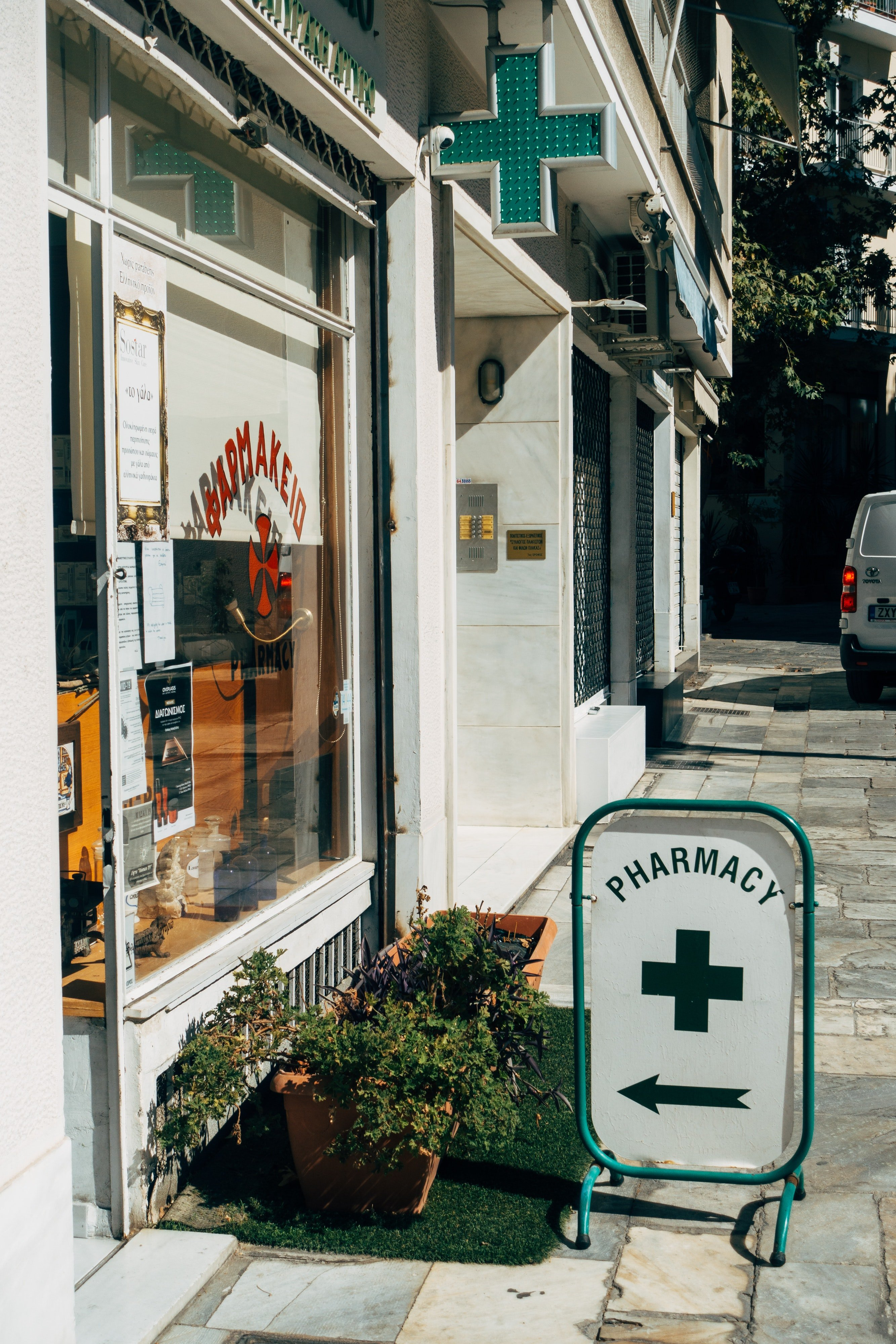 A pharmacy by the road.   Photo: Pexels/Markus Winkler