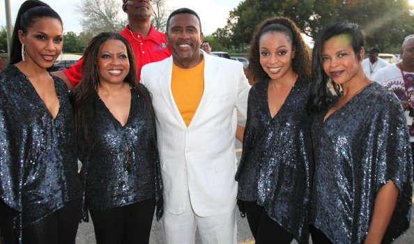 Cindy Herron, Maxine Jones, Michael Baisden, Terry Ellis and Dawn Robinson  attend the 6th Annual Jazz In The Gardens | Photo: Getty Images