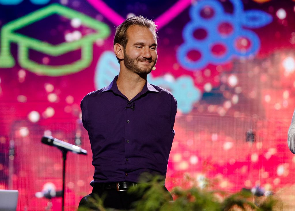 Nick Vujicic who was born without limbs performs in Ukraine in front of thousands of people on September 17, 2017. | Source: Getty Images