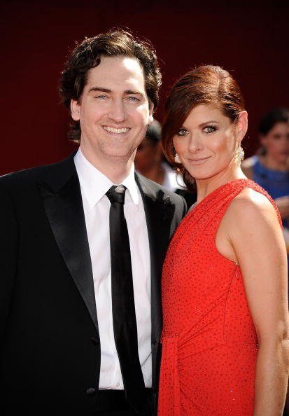 Daniel Zelman (L) and actress Debra Messing arrive at the 61st Primetime Emmy Awards held at the Nokia Theatre on September 20, 2009, in Los Angeles, California. | Source: Getty Images.