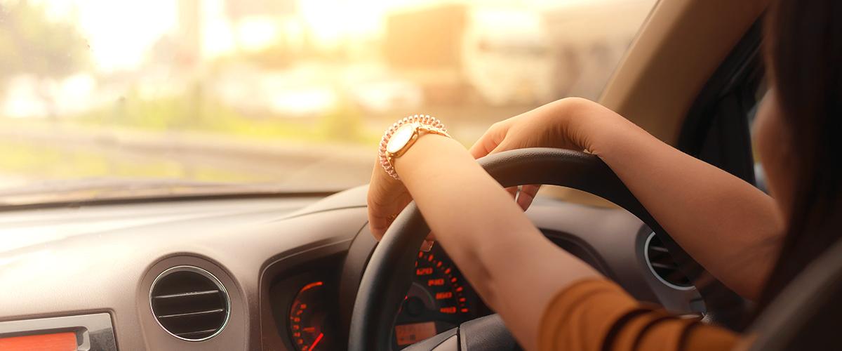 Une femme coincée dans une voiture, criais tous les jours au secours pour qu'on la sauve