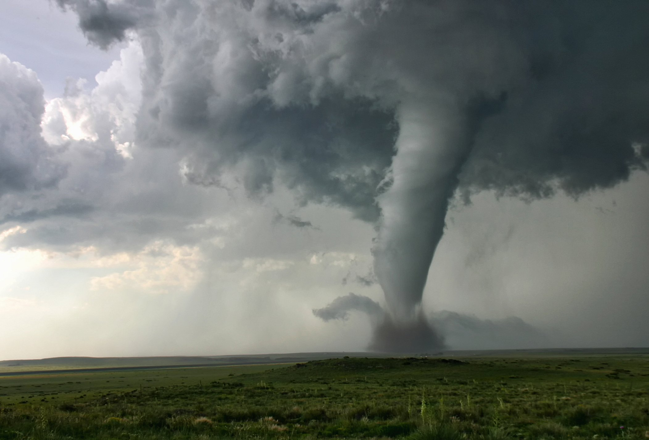 "This tornado demonstrates ""Barber Poling"": the rotational bands twisting around the tornado itself, Campo, Colorado, USA . 