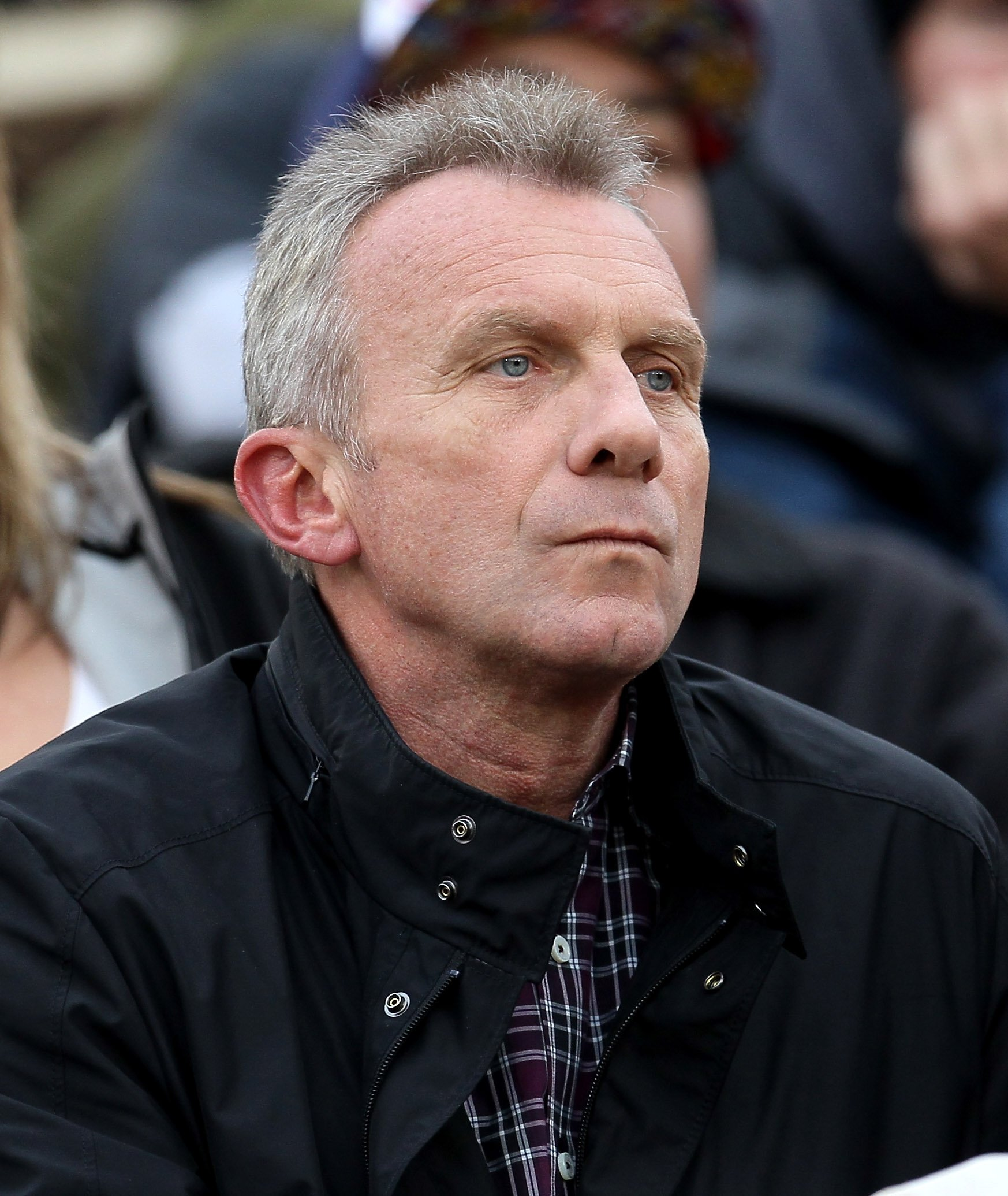 Joe Montana watching a game between the Washington Huskies and the USC Trojans at the Los Angeles Memorial Coliseum on November in Los Angeles, California | Photo: Stephen Dunn/Getty Images