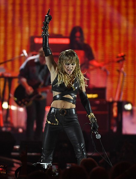 Miley Cyrus performs onstage during the 2019 iHeartRadio Music Festival at T-Mobile Arena | Photo: Getty Images