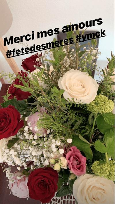 Le bouquet de fête des mères reçu par Karine Ferri | Source : Instagram / Karineferri