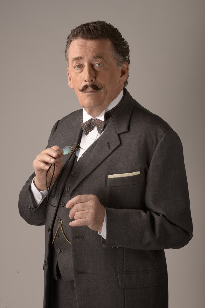 Robert Powell como Poirot en 'Black Coffee'. | Imagen: Flickr