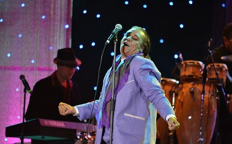 Juan Gabriel en Festival Festival Verano de Iquique el 6 de febrero de 2012. | Imagen: Wikimedia Commons