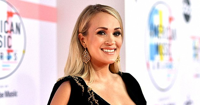 Carrie Underwood Stuns Fans with Her Toned Abs in a New Swimsuit Selfie