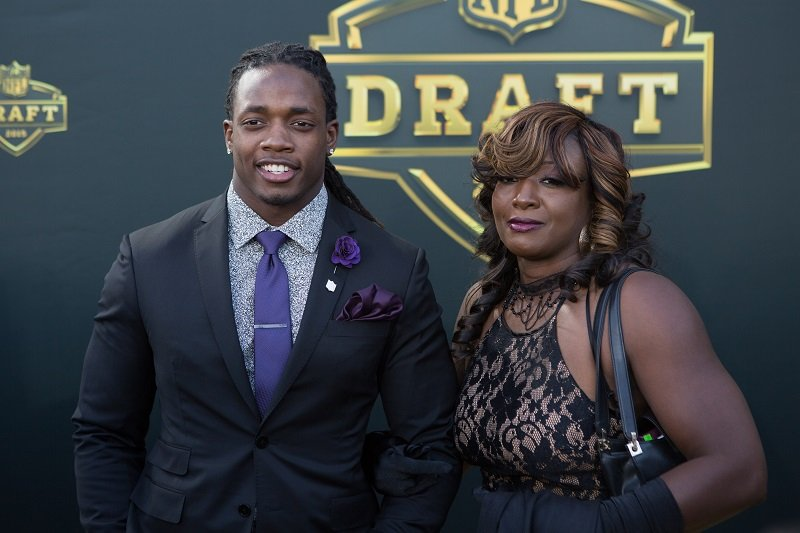 Melvin Gordon and his mom Carmen at the Auditorium Theatre of Roosevelt University on April 30, 2015 in Chicago, Illinois | Photo: Getty Images