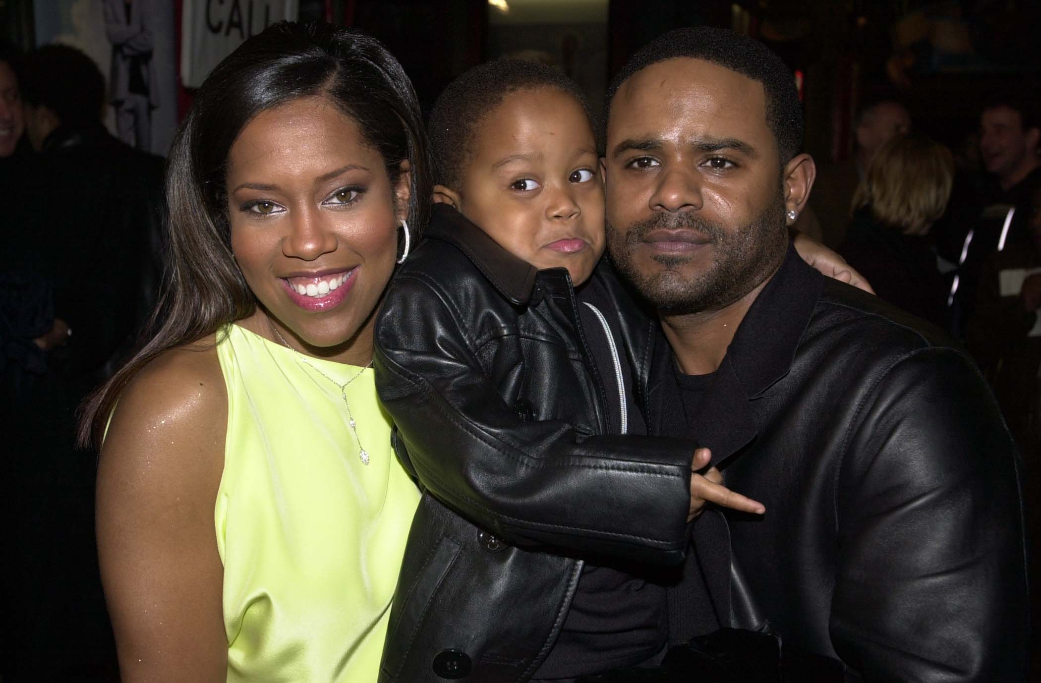 Regina King, Ian Alexander Jr and Ian Alexander during Down to Earth Premiere, 2001 | Photo: Getty Images