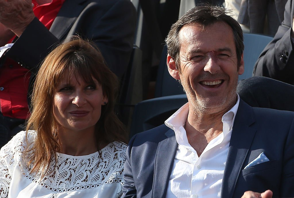 Jean-Luc Reichmann et son épouse Nathalie Reichmann encouragent Gael Monfils lors de la septième journée de Roland-Garros 2014, le 31 mai 2014 à Paris, France. | Photo : Getty Images