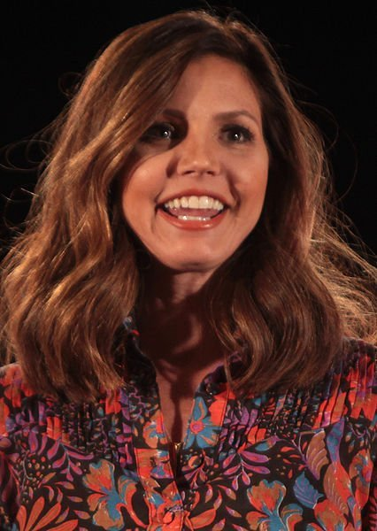 Charisma Carpenter speaking at the 2015 Phoenix Comicon at the Phoenix Convention Center. | Source: Wikimedia Commons