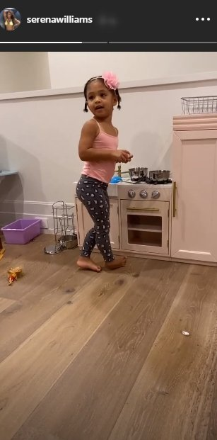 Serena Williams and Alexis Ohanian's daughter Olympia plays in her mini kitchen. | Source: Instagram/serenawilliams