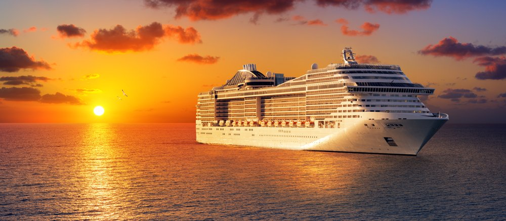 A photo of cruise at sunset in the ocean. | Photo: Shutterstock