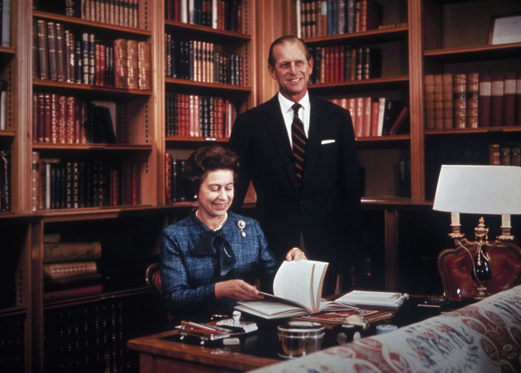 Queen Elizabeth and Prince Philip the Duke of Edinburgh at their Balmoral residence, 1976 | Photo: Getty Images