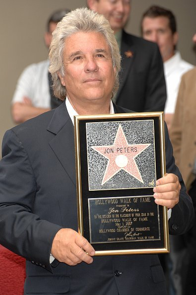 Jon Peters posing at the ceremony honoring him with a Star on the Hollywood Walk of Fame in 2007. | Photo: Getty Images