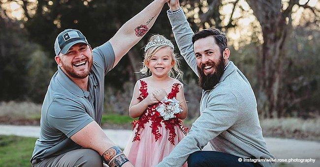Un beau-père et un père biologique ont crée une famille unique pour leur fille Willow