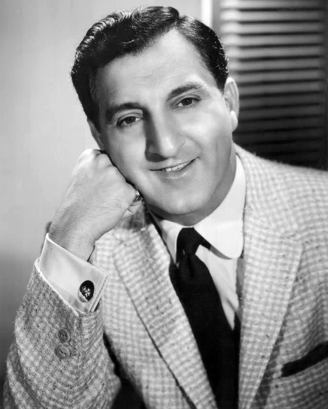Danny Thomas smiles for the camera in this publicity photo circa 1957. | Source: Wikimedia Commons