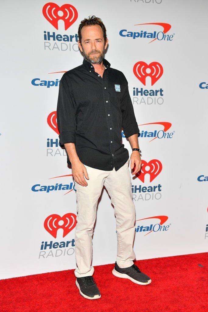 Luke Perry arrive au iHeartRadio Music Festival l'année dernière | Getty Images