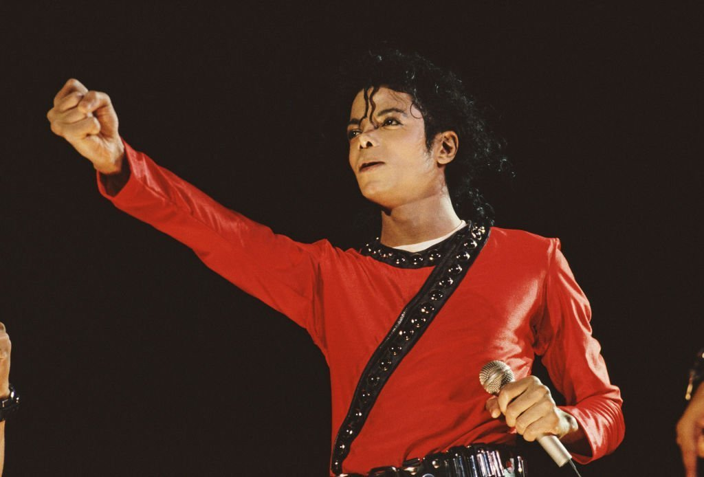 Michael Jackson perfomes on stage in 1987 in Japan | Photo: Getty Images