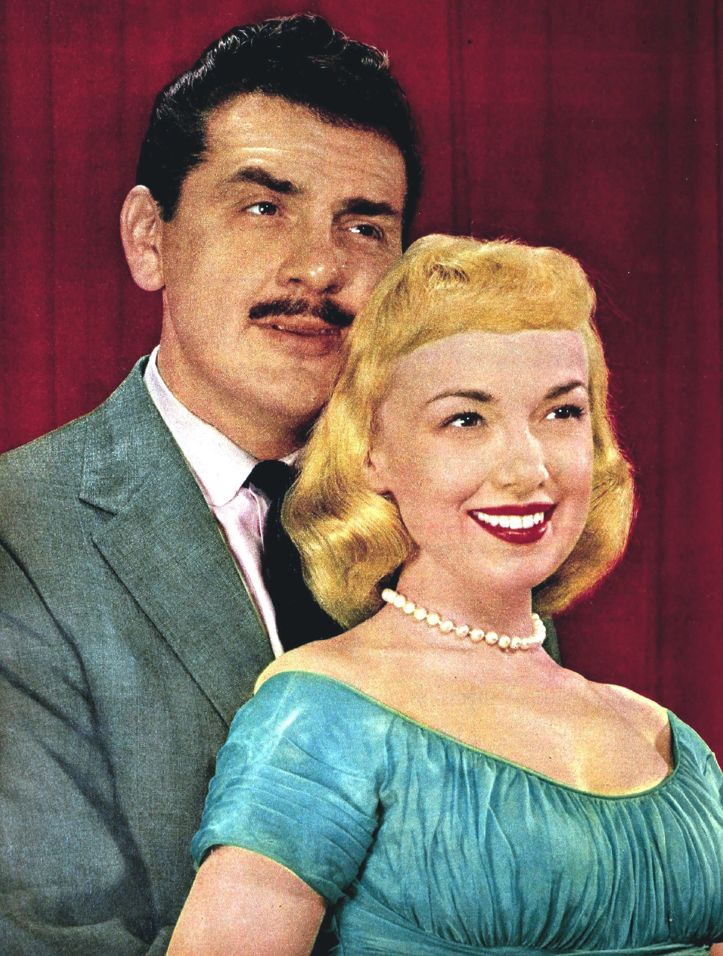 Ernie Kovacs et son épouse Edie Adams en 1956. | Source: Wikimedia Commons
