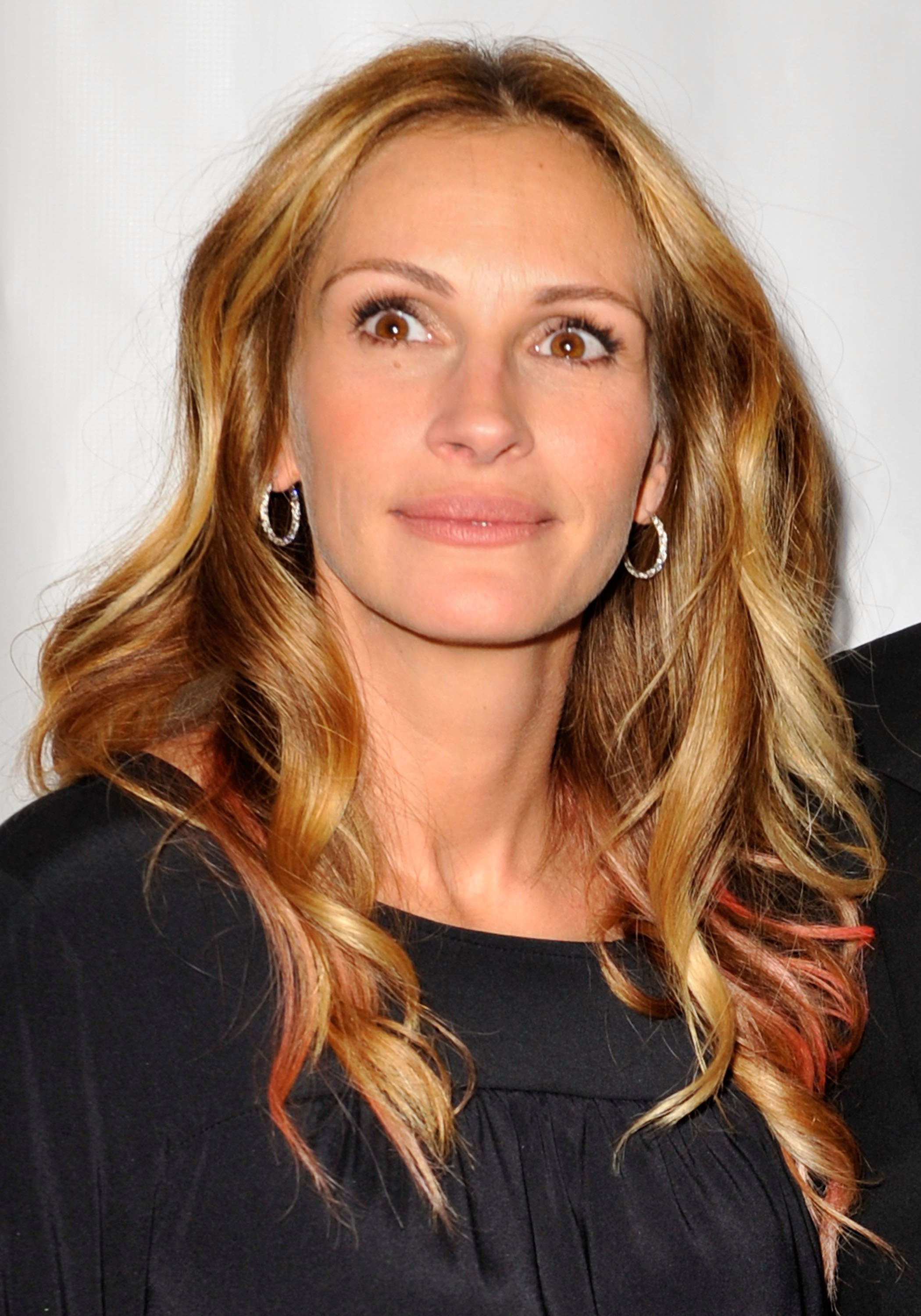 """Julia Roberts arrives at the reading of """"The World Of Nick Adams"""" to honor Paul Newman held at Davies Symphony Hall on October 27, 2008 in San Francisco, California 