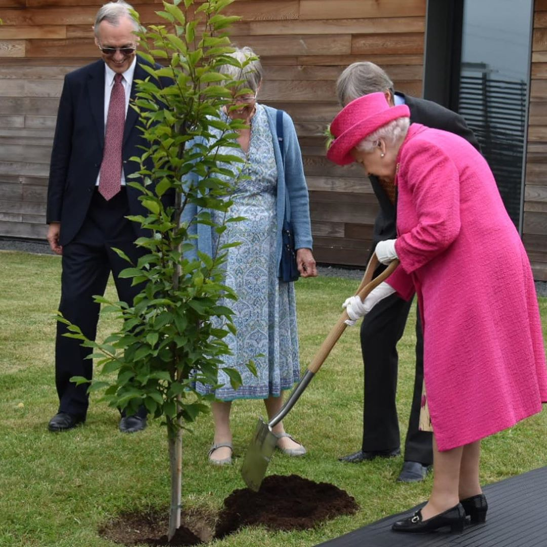 The Queen plants plant a hornbeam tree at NIAB. | Source: Instagram/TheRoyalFamily