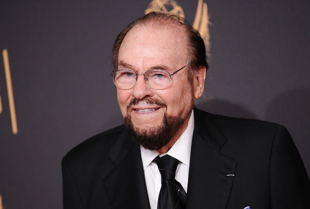 James Lipton arrives on the red carpet at the 2017 Creative Arts Emmy Awards on September 9, 2017, in Los Angeles, California | Source: Getty Images (Photo by Jason LaVeris/FilmMagic)