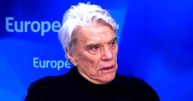 "Bernard Tapie assiste Claude Lelouch reçoit l'insigne d'officier de la Légion d'honneur au ""Club 13"" le 13 février 2019 à Paris. 
