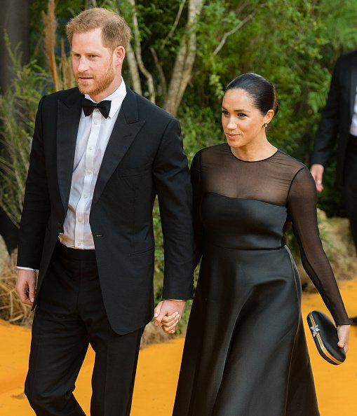"El príncipe Harry, duque de Sussex y Meghan, duquesa de Sussex asisten a la premier europea de ""The Lion King"" en Leicester Square el 14 de julio de 2019 en Londres, Inglaterra. 