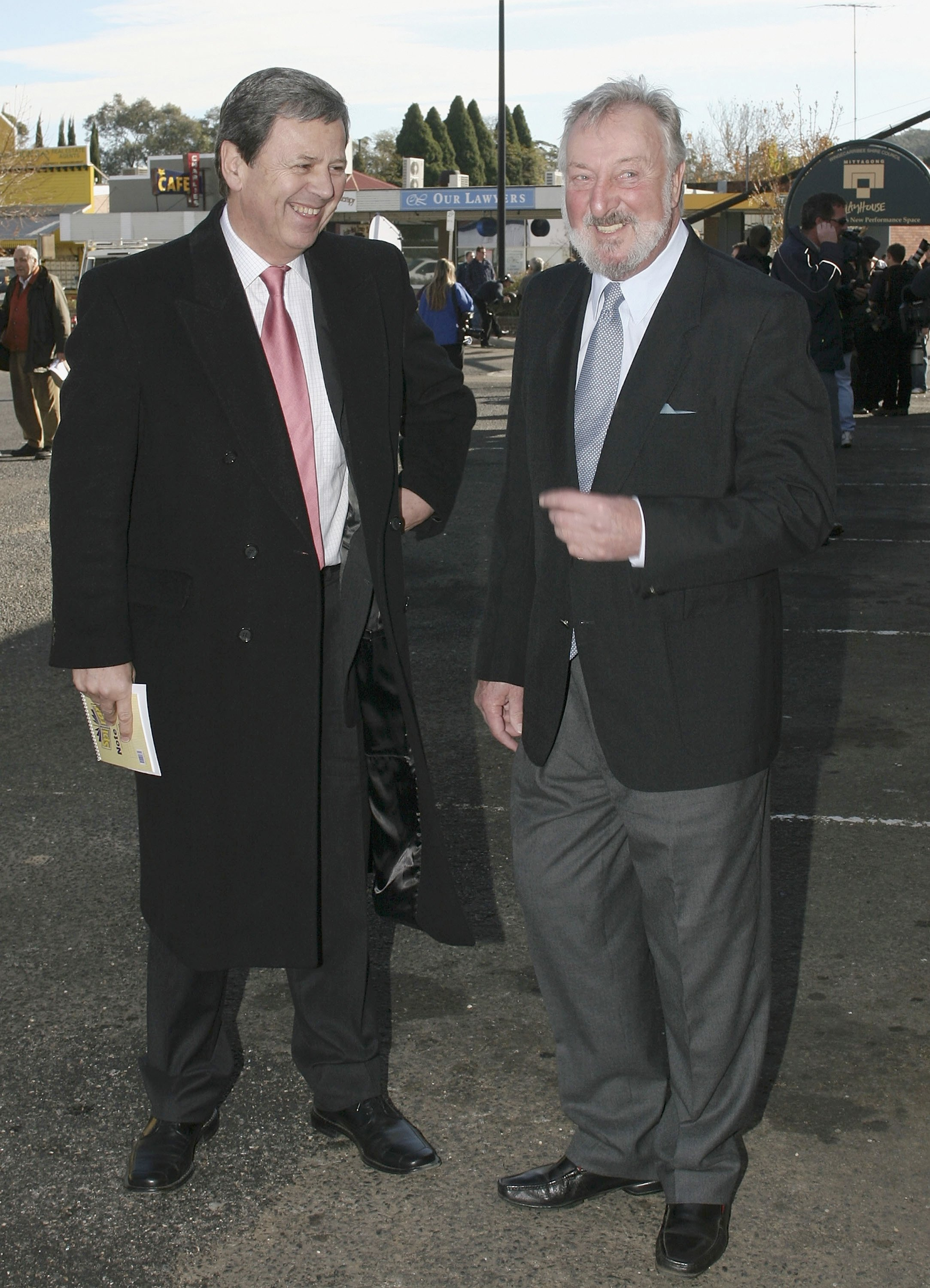 Geoff Harvey and Ray Martin at Graham Kennedy's funeral service in New South Wales, Australia | Photo: Getty Images
